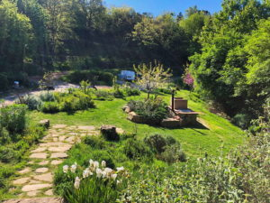 uno dei giardini del Podere Vallescura